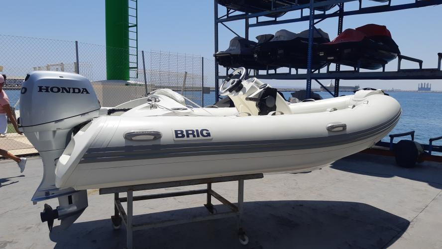 Barco Brig E380